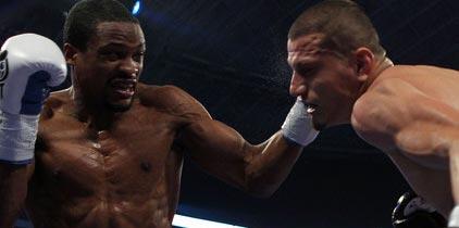 Jones convence en revancha ante Soto-Karass