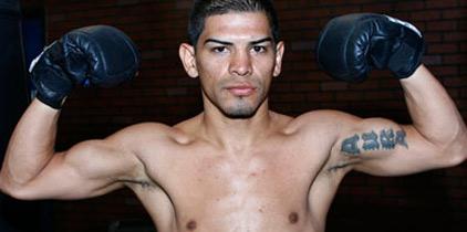 """""""Torito"""" molesto con su apoderado. González llama """"cobarde"""" al campeón Ruíz."""