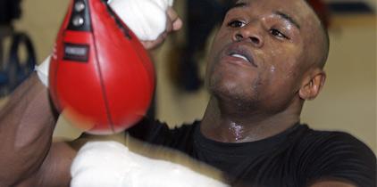 Floyd podría volver el 17 de septiembre ante Víctor Ortiz