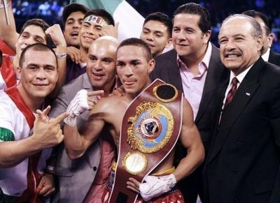«Gallo» Estrada destrona a Brian Viloria