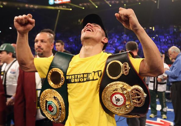 Jessie Vargas retuvo título ante Anton Novikov en una dura batalla