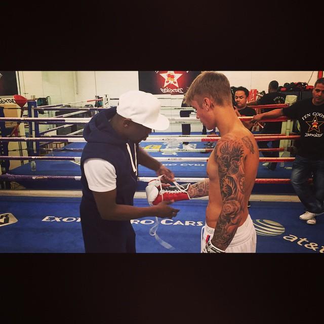 Bieber en sesión de guanteo con Floyd