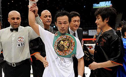 Yamanaka retiene corona CMB y Aoh vence a Salgado en Tokio