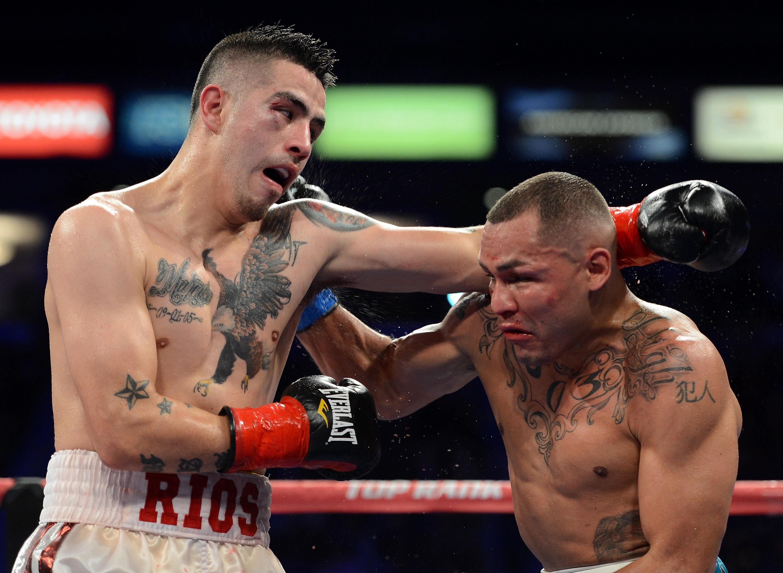 Mike Alvarado contra Brandon Ríos III