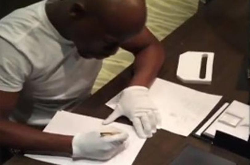 Mayweather firmó contrato con Pacquiao con bolígrafo de oro
