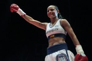 En-fotos---Por-nocaut--Mayerlin-Rivas-obtuvo-el-Campeonato-Gallo-Femenino-AMB