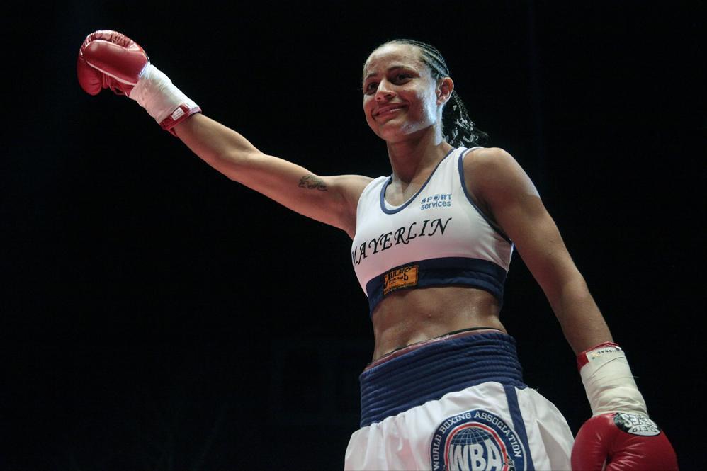 Venezolana Mayerlin Rivas retiene título de la AMB tras vencer a panameña Sayda Mosquera