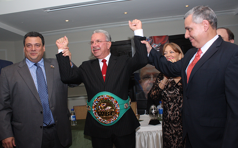 Video: Entrega de cinturón de campeón mundial del CMB a Juan Carlos Tapia