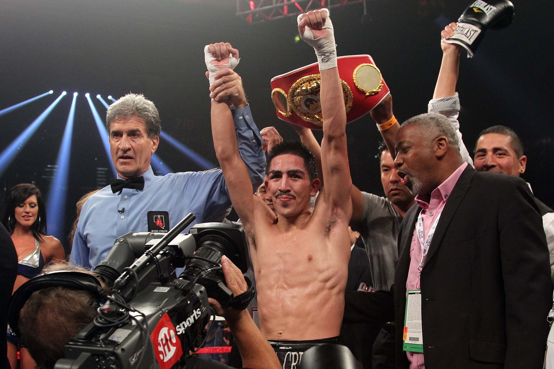 Boxeador Leo Santa Cruz quiere título pluma del CMB