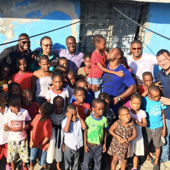 Andre Berto llega a Haití para ayudar tras huracán Matthew