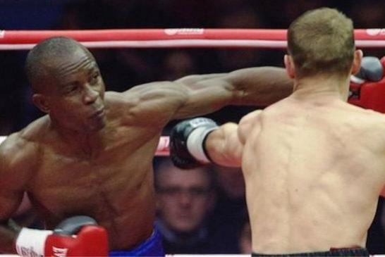 Julius Indongo se coronó campeón del mundo en 40 segundos