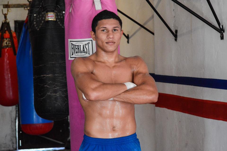 Berchelt, de futbolista a campeón mundial de boxeo