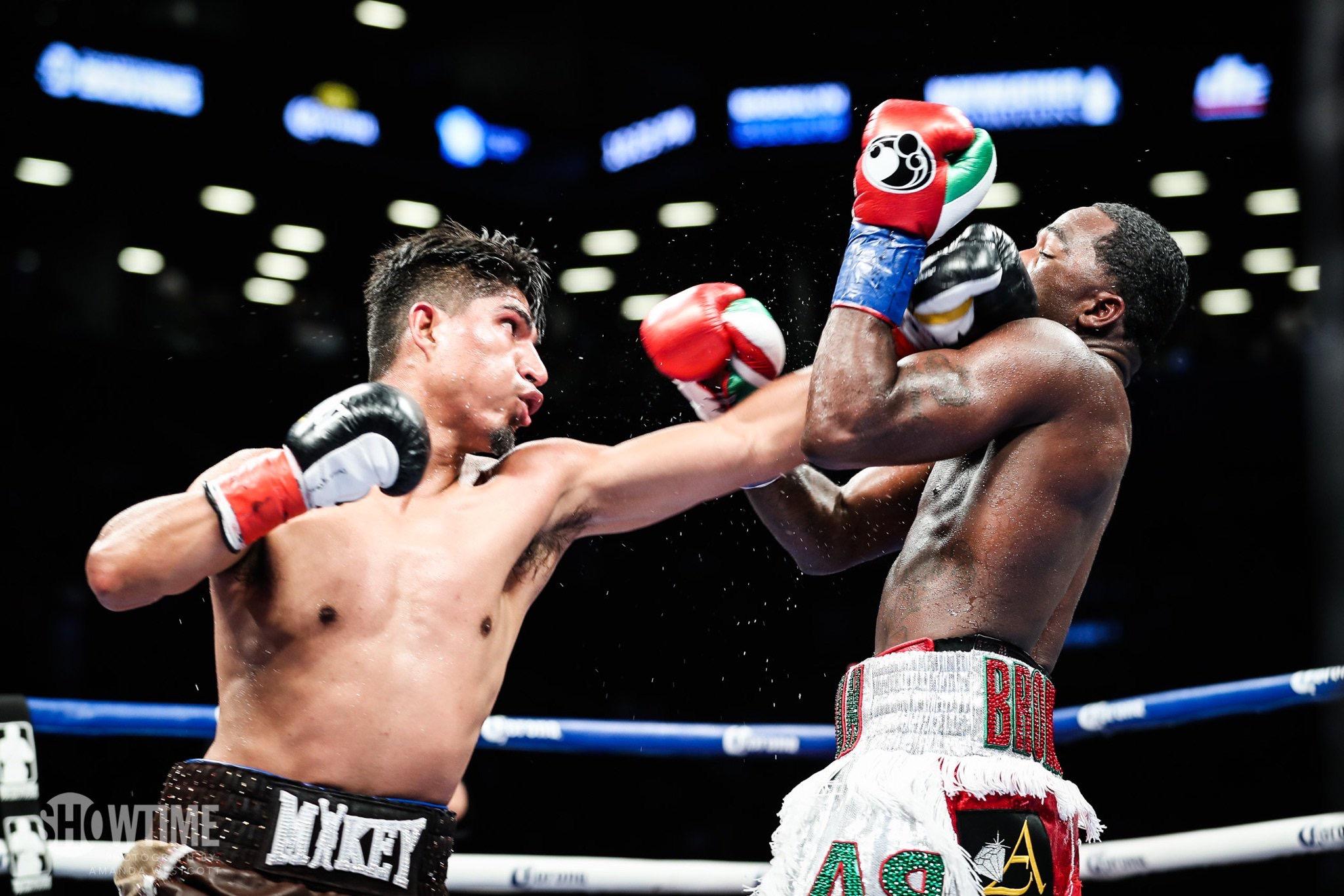 García da lección de boxeo a Broner