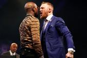 Conor McGregor perdería 90% de su bolsa si patea, según Mayweather