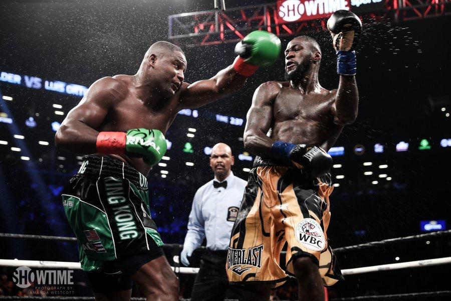 Wilder vence por KOT a Ortiz en espectacular combate