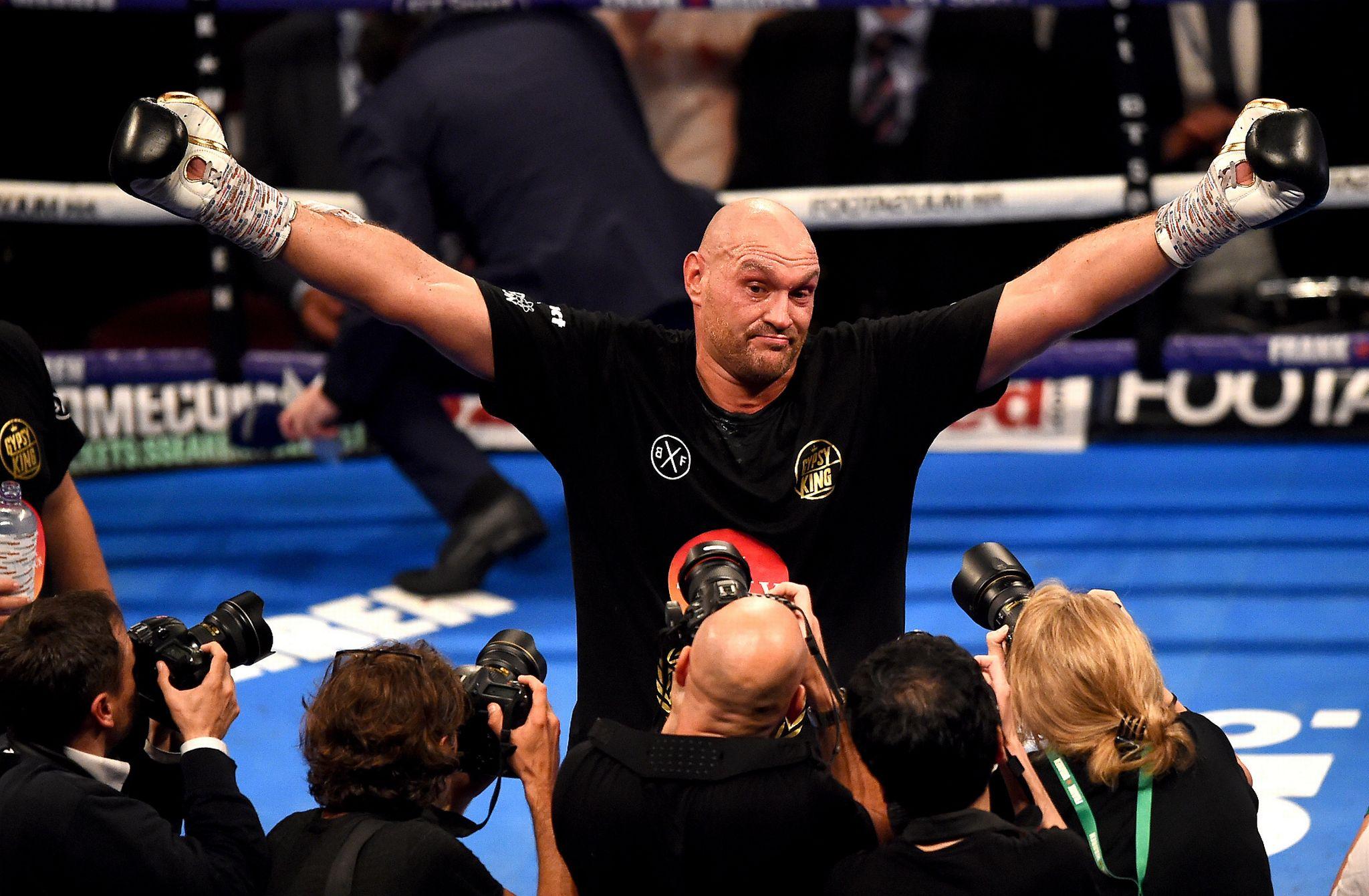 Tyson Fury logra un regreso triunfal al boxeo