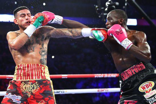 Crawford noquea a Benavidez en el último round y retiene campeonato mundial