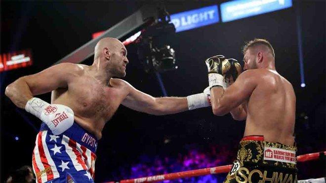 Tyson Fury vence por KO técnico a Schwarz