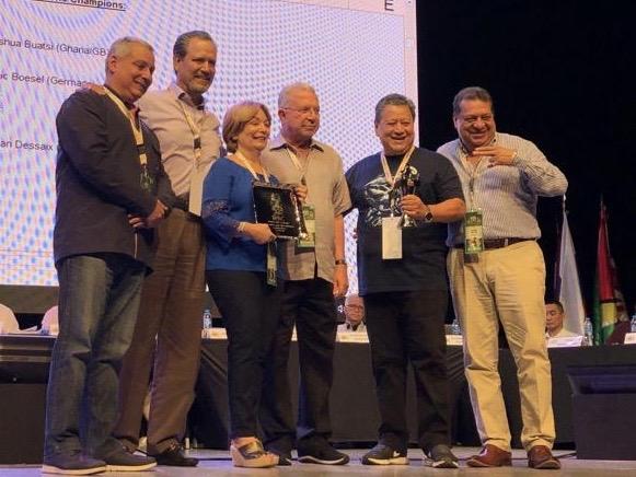 Juan Carlos Tapia y Daniel Alonso reciben distinción CMB