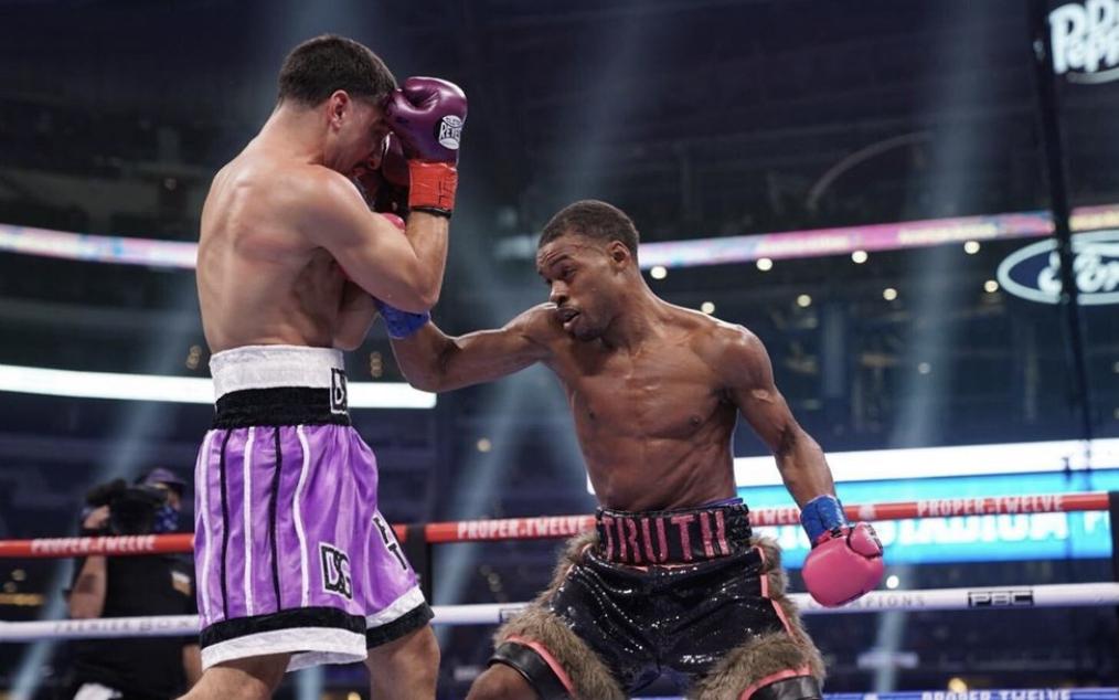 Spence lució excelente en retorno al ring y venció ampliamente a García