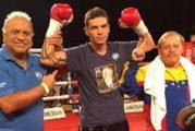 Venezolano Gutiérrez derriba a René Alvarado tres veces y gana el título de la AMB en un peleón