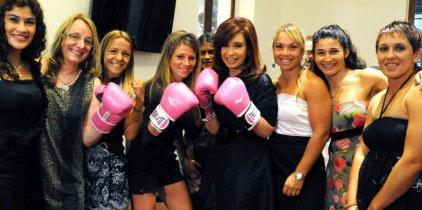 Presidenta Cristina Kirchner impulsa clases de boxeo gratis como un medio de contención social