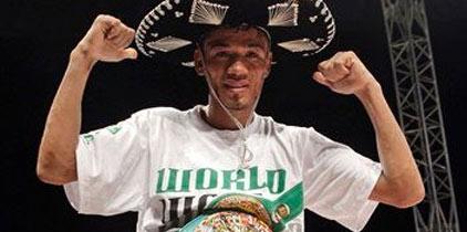 Gusano Rojas defendió con éxito ante Nashiro