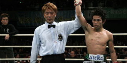 Japonés Ioka gana título mundial en su séptima pelea