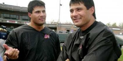 José Canseco manda a su hermano gemelo a pelear por él en combate de celebridades