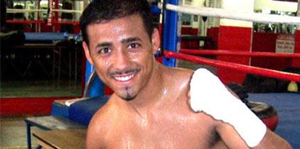 Giovanni Segura acabó con Iván Calderón en tres rounds