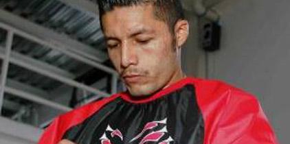 Johnny González hará su primer defensa del título mundial pluma en junio