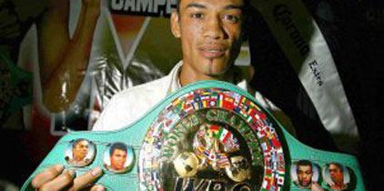 Gusano Rojas dio clase de boxeo
