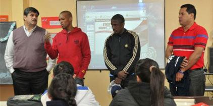 Pelenchín visita escuela en Mendoza