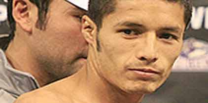 Próxima defensa de Johnny González podría ser con Roinet