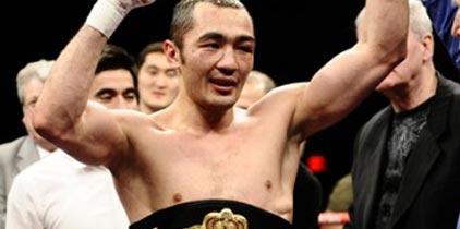 El kazajo Shumenov retiene corona semipesada de la AMB