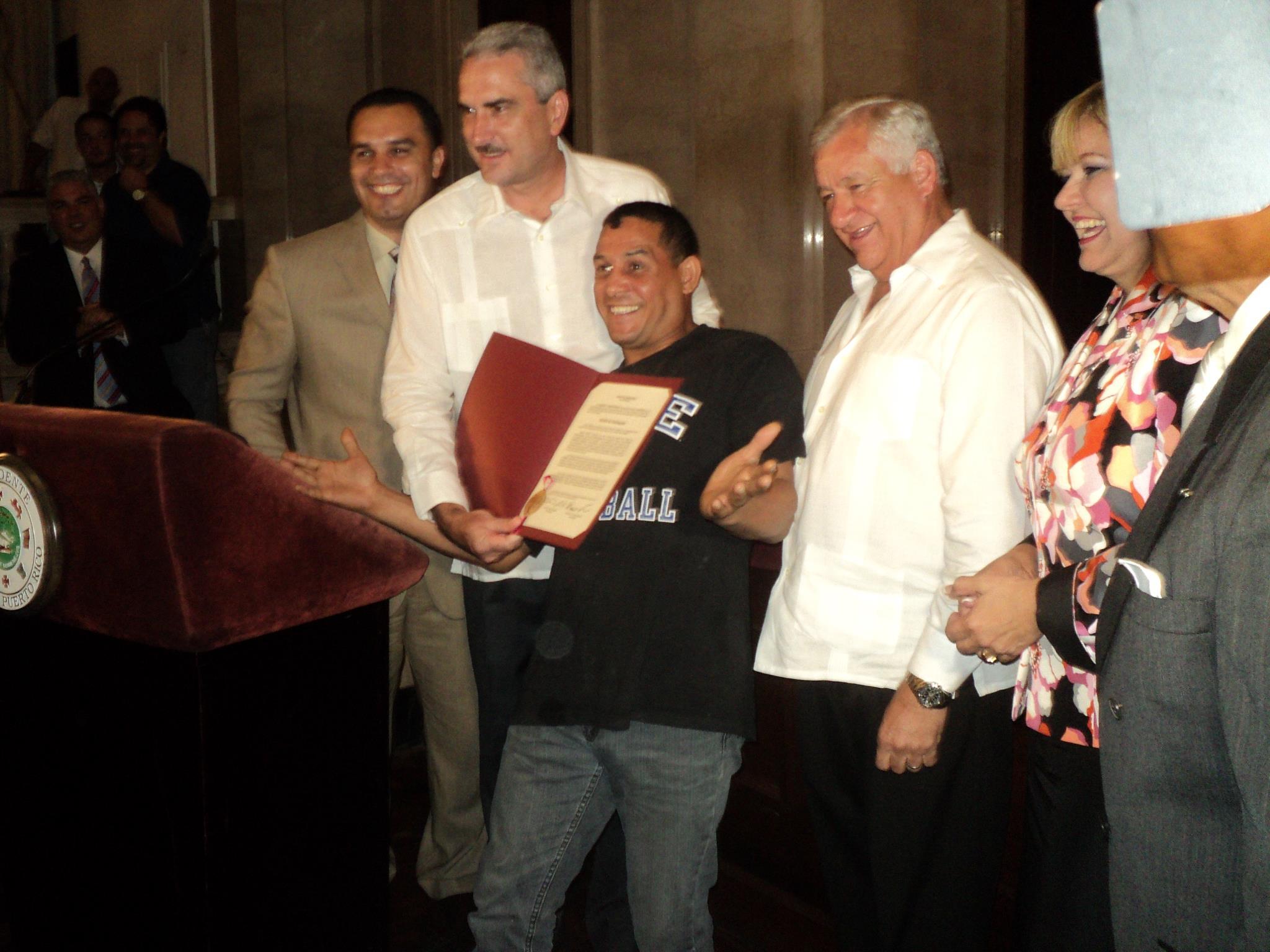 Senado de Puerto Rico distingue a la OMB