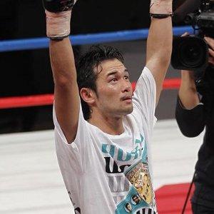 Shinsuke Yamanaka venció a Vic Darchinyan y retuvo título gallo. Takahiro Ao ganó