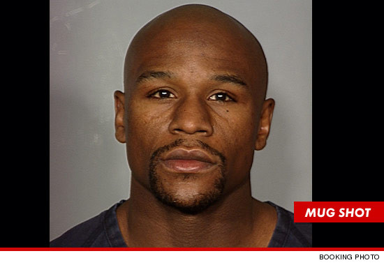 El boxeador Floyd Mayweather sale de la cárcel en Las Vegas
