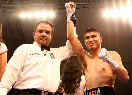 'Mickey' García noqueó en dos rounds a Mauricio Pastrana