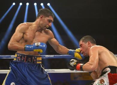 Amir Khan derrota a Carlos Molina en Los Angeles