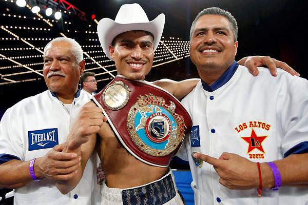 Miguel Angel 'Mikey' García tiró cuatro veces a Orlando 'Siri' Salido y ganó título