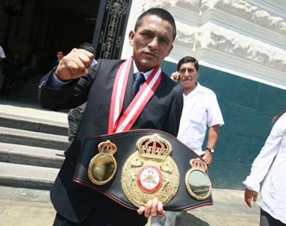 Rossel venció a Tello y retuvo su campeonato mundial de boxeo