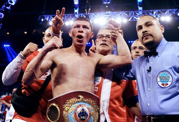 Rocky Martínez retiene su título por decisión