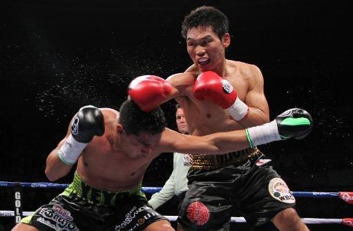 Japonés Miura retuvo fajo superpluma en encarnizado pleito con mexicano Thompson