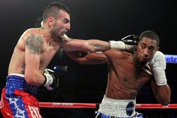 Demetrius Andrade conquistó el título súper wélter OMB por decisión sobre Martirosyan