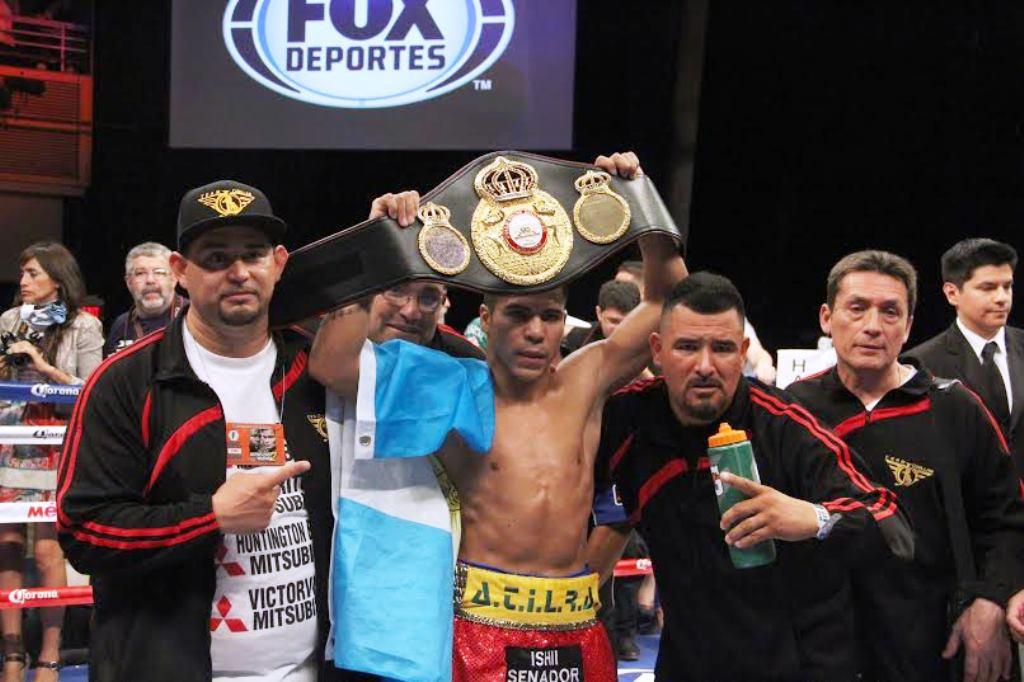 Jesús Cuellar noquea a Juanma López y retiene faja interina 126 lbs AMB