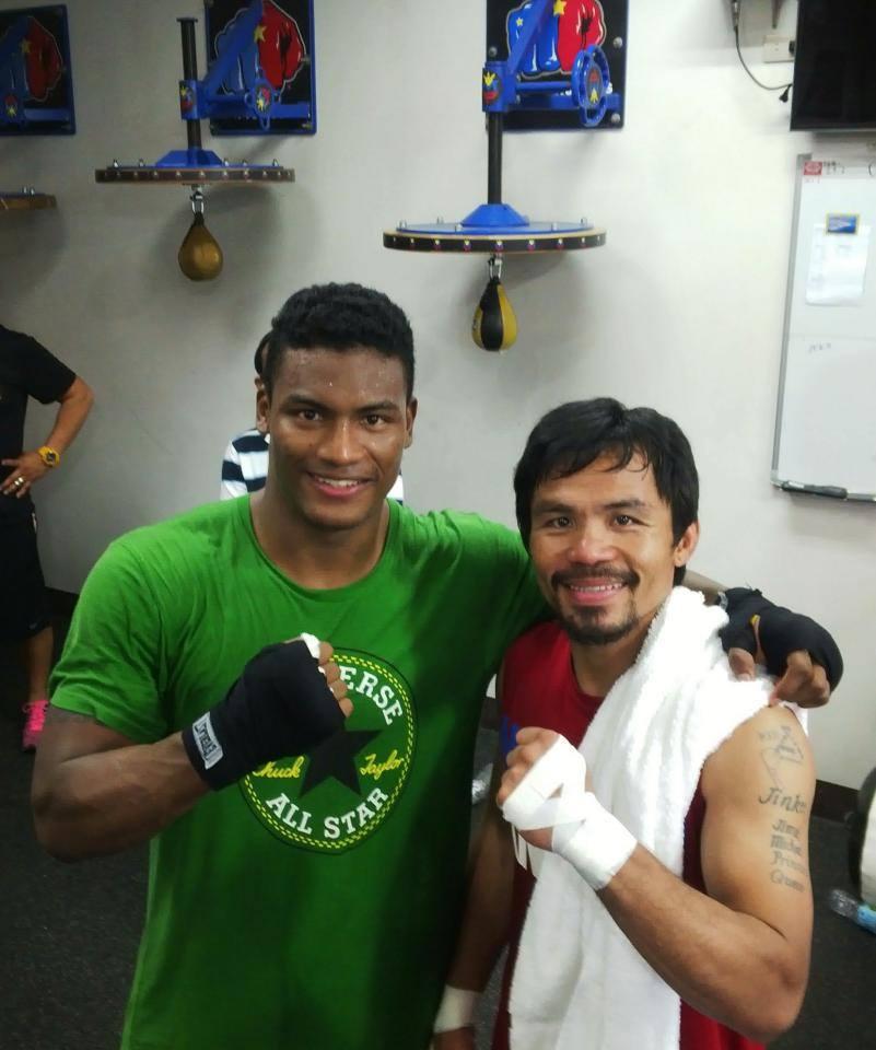 Panameño es sparring de Pacquiao para su combate con Algieri