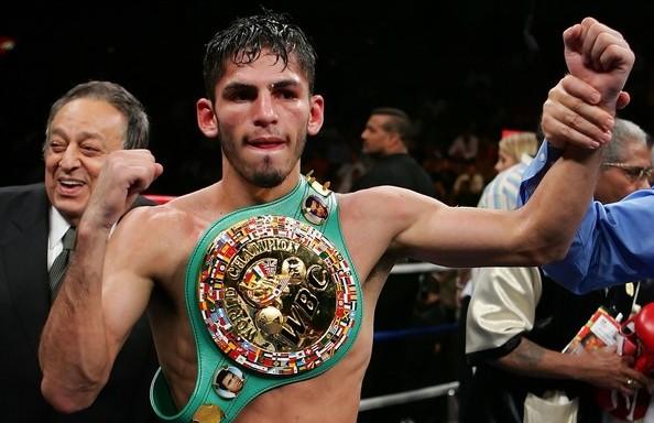 Linares conquista el título ligero del Consejo Mundial de Boxeo