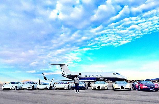 Floyd Mayweather presume sus autos de lujo y jet privado