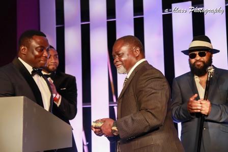 Azumah Nelson recibe el GUBA Sporting Legends